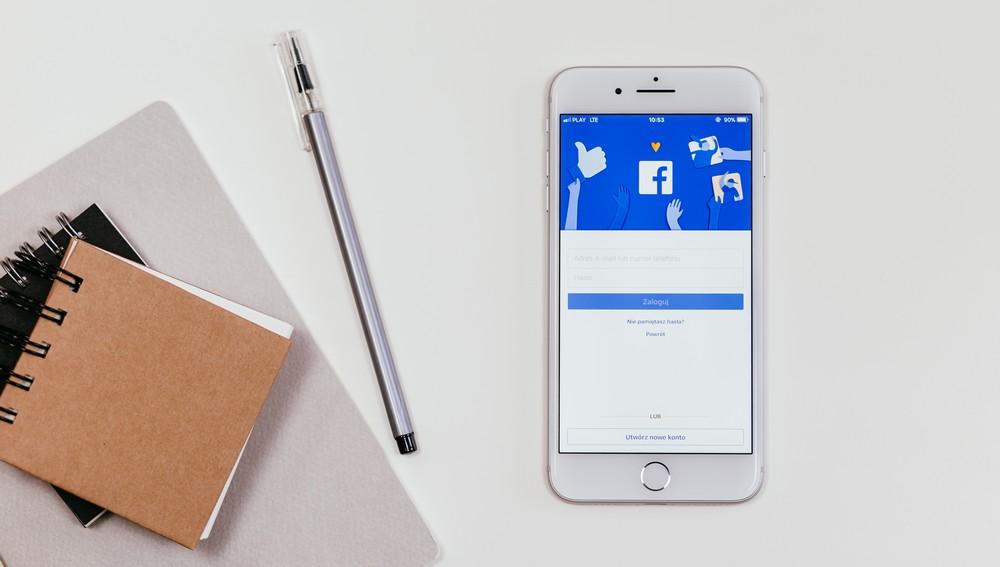 Konkursy urodzinowe i świąteczne na Facebooku – czy warto je realizować